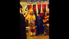 İstanbul İstiklal Caddesinde Kızılderili Muzisyenler